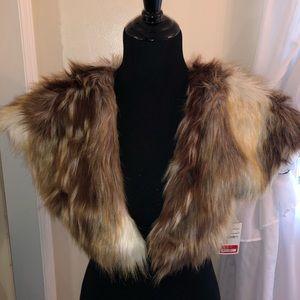 Faux fur shoulder throw M/L
